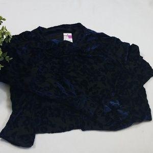 Agnes & Dora NWT Navy Black Floral Pullover